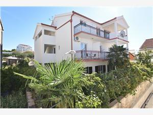Appartements et Chambre Kiko Primosten, Superficie 12,00 m2, Distance (vol d'oiseau) jusqu'au centre ville 385 m