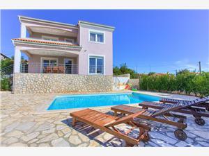 Alloggi con piscina Isabella Malinska - isola di Krk,Prenoti Alloggi con piscina Isabella Da 176 €