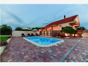 Дом Gabriela Debeljak, квадратура 100,00 m2, размещение с бассейном, Воздух расстояние до центра города 300 m