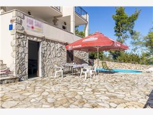 Дом Perida Stomorska - ostrov Solta, квадратура 140,00 m2, размещение с бассейном, Воздух расстояние до центра города 500 m