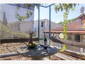 Apartman Bungalov Stomorska - otok Šolta, Kvadratura 40,00 m2, Zračna udaljenost od centra mjesta 50 m
