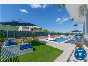 Kuća za odmor Boris Tugare, Kvadratura 240,00 m2, Smještaj s bazenom, Zračna udaljenost od centra mjesta 400 m