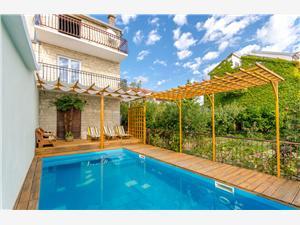 Apartmány Lucija Kastel Kambelovac, Prostor 200,00 m2, Soukromé ubytování s bazénem, Vzdušní vzdálenost od moře 200 m