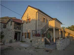 Apartmaji PUNTA-in the stone house Starigrad Paklenica, Kvadratura 35,00 m2, Oddaljenost od morja 80 m, Oddaljenost od centra 200 m