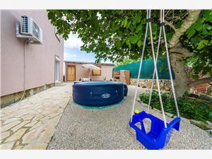 Apartman David Nin, Kvadratura 100,00 m2, Zračna udaljenost od centra mjesta 600 m