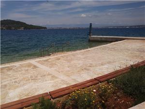 Location en bord de mer Les îles de Dalmatie du Nord,Réservez Roko De 100 €