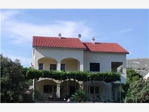 Apartamenty Krešo & Niko Grebastica, Powierzchnia 60,00 m2, Odległość do morze mierzona drogą powietrzną wynosi 150 m, Odległość od centrum miasta, przez powietrze jest mierzona 450 m