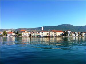 Haus Škeljo Kastel Stari, Größe 120,00 m2, Luftlinie bis zum Meer 200 m, Entfernung vom Ortszentrum (Luftlinie) 20 m
