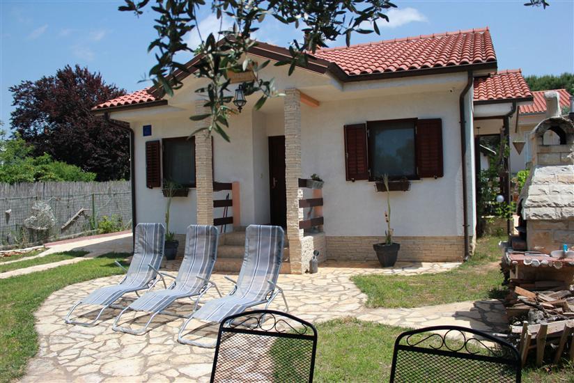 House Nikolas