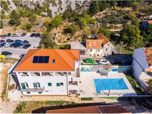Vila Ivana Makarska rivijera, Kvadratura 510,00 m2, Smještaj s bazenom, Zračna udaljenost od centra mjesta 300 m