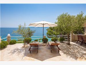 Kuća za odmor Karlo Split i Trogir rivijera, Kvadratura 70,00 m2, Zračna udaljenost od mora 50 m, Zračna udaljenost od centra mjesta 30 m
