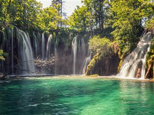 Herrliches kroatisches Land und Kreuzfahrterlebnis
