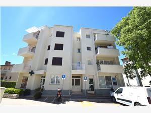 Appartement Jela Malinska - eiland Krk, Kwadratuur 32,00 m2, Lucht afstand tot de zee 100 m, Lucht afstand naar het centrum 50 m
