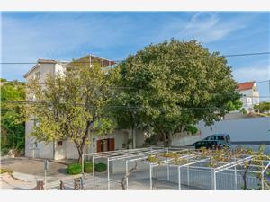 Ferienwohnungen Amulic Riviera von Split und Trogir, Größe 54,00 m2, Luftlinie bis zum Meer 290 m, Entfernung vom Ortszentrum (Luftlinie) 100 m