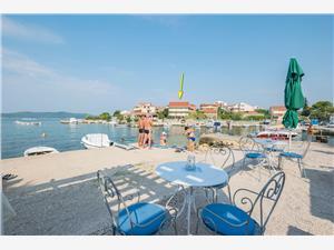 Appartement Frane Sibenik Riviera, Kwadratuur 120,00 m2, Lucht afstand tot de zee 10 m