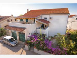 Апартаменты Anita Vodice, квадратура 50,00 m2, Воздух расстояние до центра города 300 m