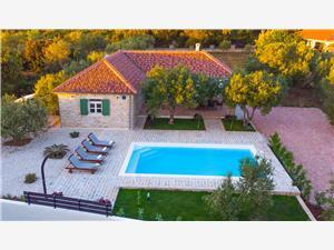 Dům Arbaro Sukosan (Zadar), Prostor 120,00 m2, Soukromé ubytování s bazénem, Vzdušní vzdálenost od moře 80 m