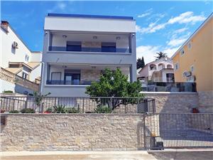 Huis Dragica Maslenica (Zadar), Kwadratuur 190,00 m2, Accommodatie met zwembad, Lucht afstand tot de zee 100 m