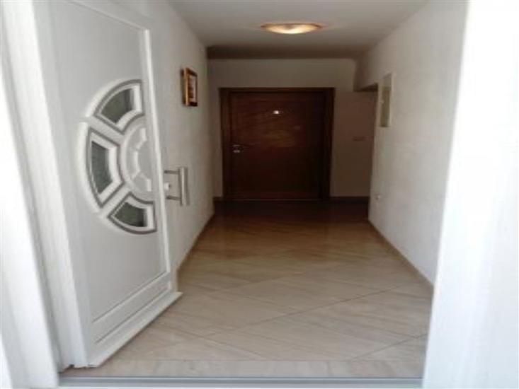 House Nikola