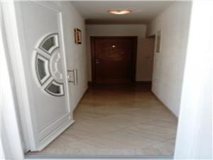 Huis Nikola Tucepi, Kwadratuur 16,00 m2, Lucht afstand tot de zee 50 m, Lucht afstand naar het centrum 300 m