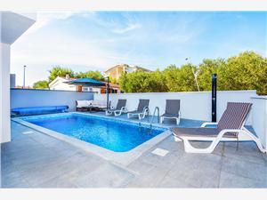 Apartmány Nazić , Prostor 70,00 m2, Soukromé ubytování s bazénem, Vzdušní vzdálenost od centra místa 400 m