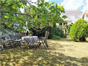 Apartmaji Draga Vrbnik - otok Krk, Kvadratura 60,00 m2, Oddaljenost od centra 50 m