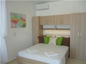 Apartmán Adel Podgora, Prostor 32,00 m2, Vzdušní vzdálenost od moře 20 m