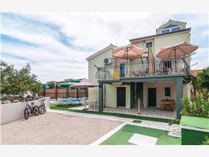 Appartementen Kardaš Razanj, Kwadratuur 34,00 m2, Accommodatie met zwembad, Lucht afstand naar het centrum 300 m