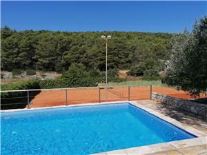 Дом House Slivje Selca, квадратура 60,00 m2, размещение с бассейном, Воздух расстояние до центра города 775 m