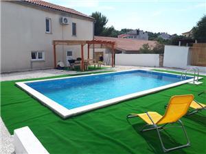 Namestitev z bazenom Modra Istra,Rezerviraj John Od 224 €
