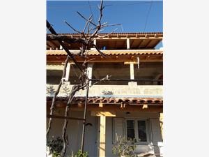 Ferienwohnungen Vinka Grebastica, Größe 100,00 m2, Luftlinie bis zum Meer 100 m, Entfernung vom Ortszentrum (Luftlinie) 500 m