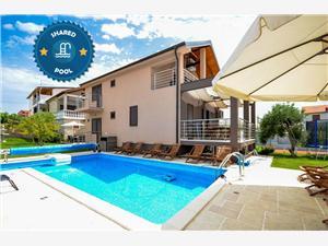 Maison Pool & Sport Holiday Complex Tribunj, Superficie 120,00 m2, Hébergement avec piscine, Distance (vol d'oiseau) jusqu'au centre ville 400 m