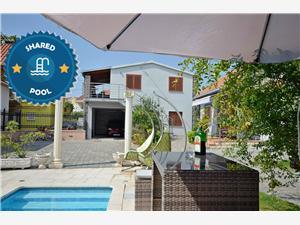 Hébergement avec piscine Complex Vodice,Réservez Hébergement avec piscine Complex De 84 €