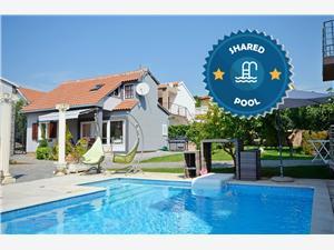 Дом Pool & Sport Holiday Complex Tribunj, квадратура 94,00 m2, размещение с бассейном, Воздух расстояние до центра города 400 m