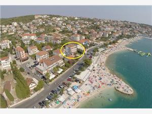 Ferienwohnungen und Zimmer Copacabana Okrug Gornji (Ciovo), Größe 13,00 m2, Luftlinie bis zum Meer 15 m, Entfernung vom Ortszentrum (Luftlinie) 500 m