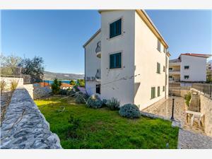 Apartments Mia Arbanija (Ciovo), Size 90.00 m2, Airline distance to the sea 100 m