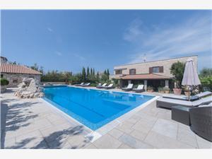 Appartementen Renata Murter - eiland Murter, Kwadratuur 100,00 m2, Accommodatie met zwembad, Lucht afstand naar het centrum 800 m