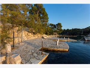 Апартаменты Petra Necujam - ostrov Solta, квадратура 60,00 m2, Воздуха удалённость от моря 30 m, Воздух расстояние до центра города 700 m