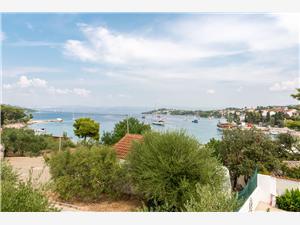 Дом Vila Maslina Necujam - ostrov Solta, квадратура 50,00 m2, Воздуха удалённость от моря 50 m, Воздух расстояние до центра города 150 m