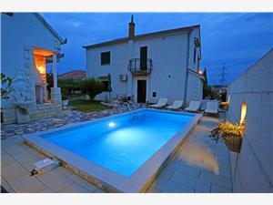 Апартамент Ana with private pool Solin, квадратура 100,00 m2, размещение с бассейном