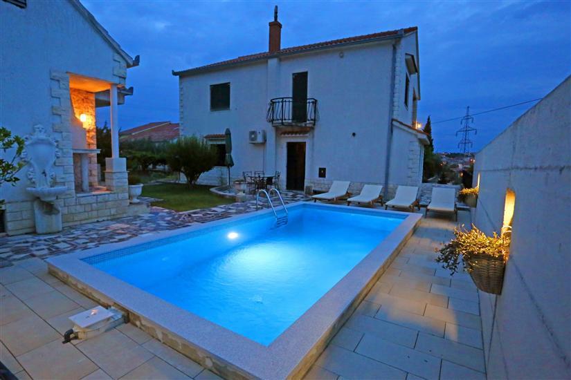 Appartamento Ana with private pool