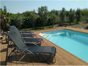 Kuća za odmor Ivica Seget Donji, Kvadratura 180,00 m2, Smještaj s bazenom, Zračna udaljenost od centra mjesta 500 m