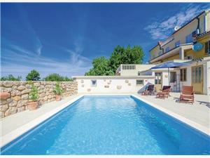 Vila ERIN Crikvenica, Kvadratura 130,00 m2, Smještaj s bazenom, Zračna udaljenost od centra mjesta 700 m