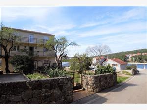 Appartement et Chambre Me and Mrs Jones Stari Grad - île de Hvar, Superficie 45,00 m2, Distance (vol d'oiseau) jusque la mer 200 m, Distance (vol d'oiseau) jusqu'au centre ville 600 m