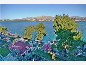 Huis Jakov Okrug Donji (Ciovo), Kwadratuur 32,00 m2, Lucht afstand tot de zee 20 m, Lucht afstand naar het centrum 600 m