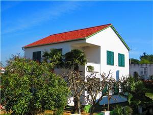 Hus Igor Turanj, Storlek 75,00 m2, Luftavstånd till havet 50 m, Luftavståndet till centrum 200 m