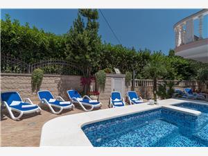 Vila Snježana Trogir, Kvadratura 170,00 m2, Smještaj s bazenom, Zračna udaljenost od centra mjesta 50 m