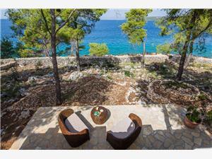 House Vesna Milna - island Brac, Remote cottage, Size 50.00 m2, Airline distance to the sea 30 m