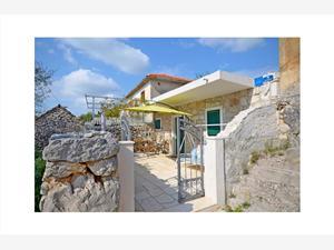 Huis Stipan Vinisce, Stenen huize, Kwadratuur 32,00 m2, Lucht afstand naar het centrum 300 m