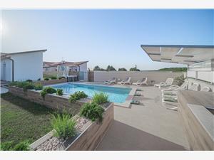 размещение с бассейном голубые Истрия,Резервирай Bruio От 448 €
